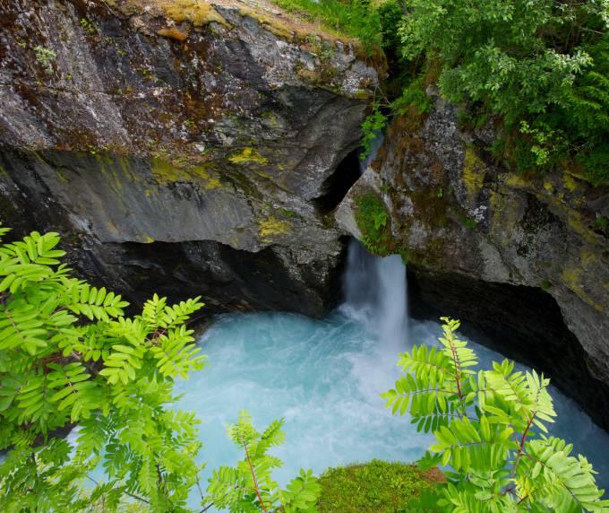 que es el agua mineral natural